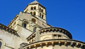 Eglise romane Saint-Saturnin © Mond'Arverne Tourisme