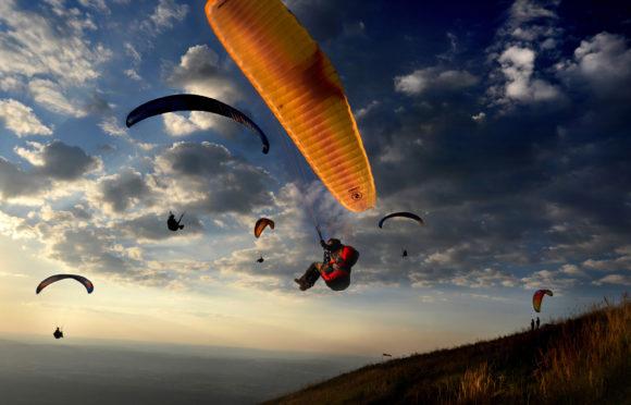 Vol en pParapente depuis le puy de dôme -© D.-Pourcher-Auvergne-Rhône-Alpes-Tourisme.jpg