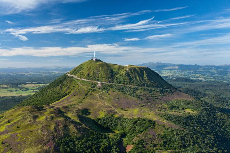 Chaine des Puys : le puy de Dôme © F. Cormon/Auvergne-Rhône-Alpes Tourisme