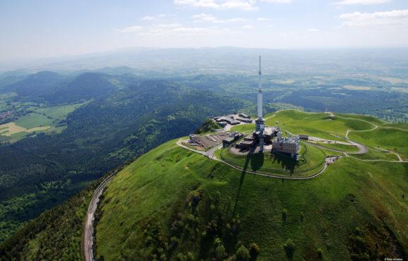 Vue aérienne du sommet du puy de Dôme - ©Rene-Manzone-TC-Dome