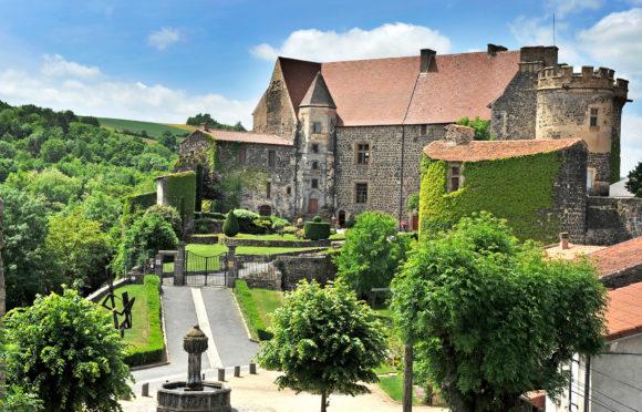 Castle of Saint-Saturnin ©-J.-Damase-Auvergne-Rhône-Alpes-Tourisme