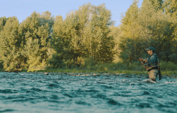 Pêcheur dans la rivière Allier - CANOPEE©