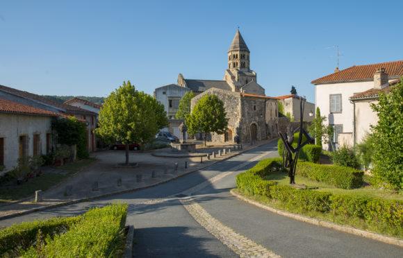 Place de l'Ormeau in Saint-Saturnin - CANOPEE©
