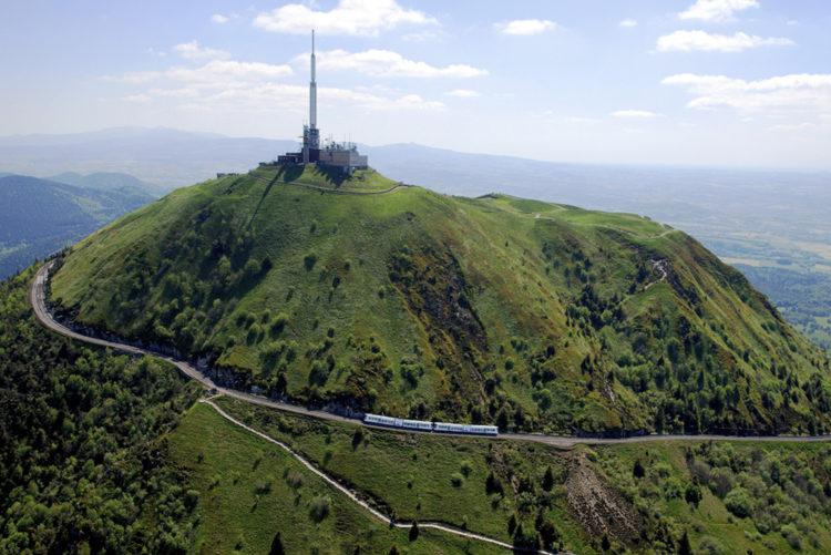 Accès au sommet du puy de dôme en train - René Manzone TC Dôme