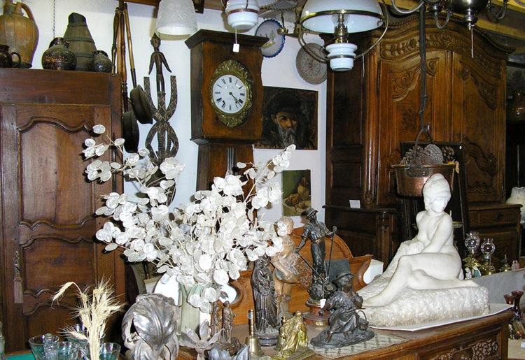 Brocante Antiquitée à Saint-Saturnin - Le Grenier de la Reine Margot - Mond'Arverne