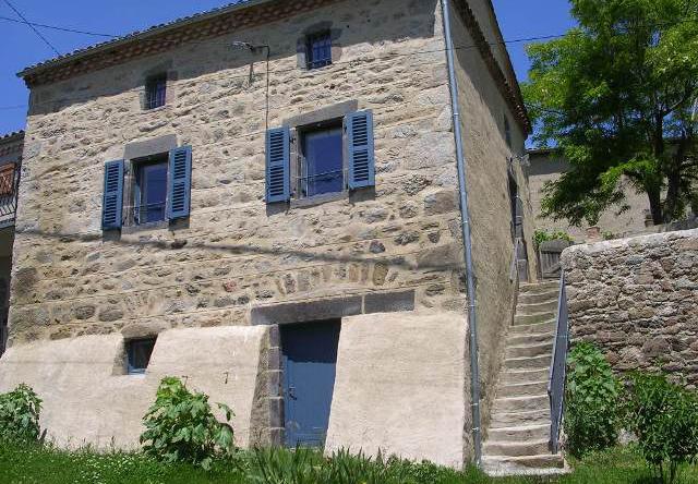 Gîte Les Volets Bleus à Chabannes - C. Pinty
